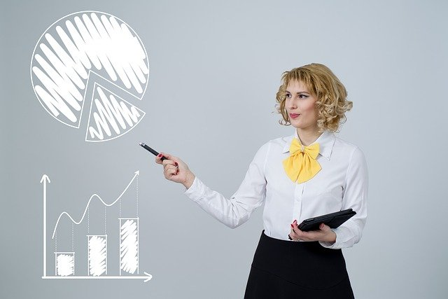 A business woman explaining how to measure return on investment on your SEO efforts.